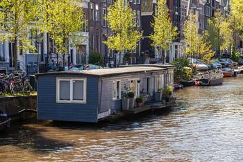 Thumb houseboat luxury on the water