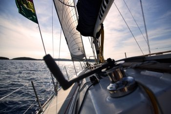 Thumb best sailboats for beginners