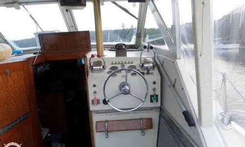 Image of Hatteras 31 Flybridge Cruiser for sale in United States of America for $15,000 (£11,475) Richmond, Maine, United States of America