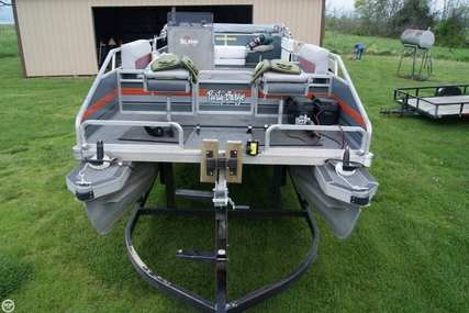 Sun Tracker 24 Party Barge for sale in United States of America for $12,500 (£9,435)