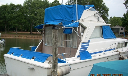 Image of Chris-Craft 330 Catalina for sale in United States of America for $13,900 (£10,534) Cornelius, North Carolina, United States of America
