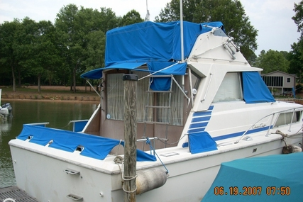 Chris-Craft 330 Catalina for sale in United States of America for $13,900 (£10,543)