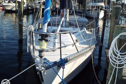 Hunter 37 Cherubini for sale in United States of America for $25,000 (£18,962)