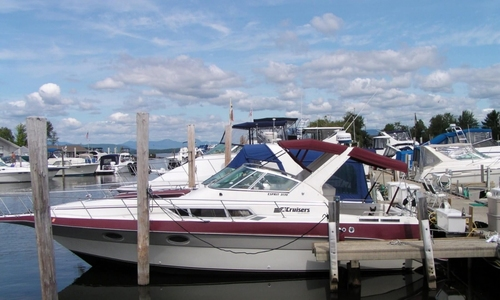Image of Cruisers Yachts 3170 Esprit for sale in United States of America for $18,750 (£13,639) Gilford, New Hampshire, United States of America