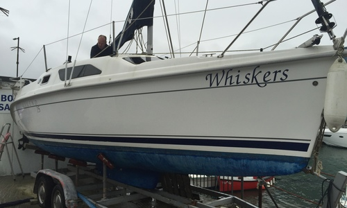 Image of Hunter Legend 25 for sale in United Kingdom for £12,950 Boats.co. HQ, Essex Marina, United Kingdom