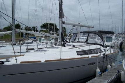Beneteau Oceanis 34 for sale in France for €84,000 (£74,996)