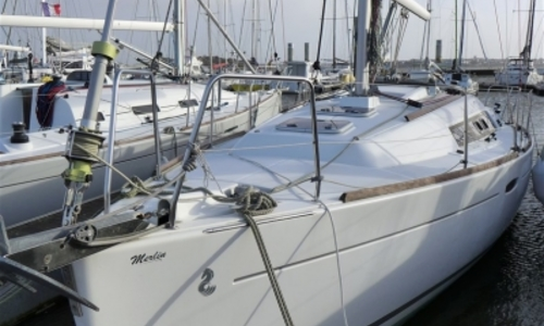 Image of Beneteau Oceanis 31 Lifting Keel for sale in France for €52,500 (£46,214) LA ROCHELLE, France