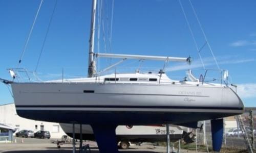 Image of Beneteau Oceanis 323 Clipper for sale in France for €55,000 (£49,048) VANNES, France