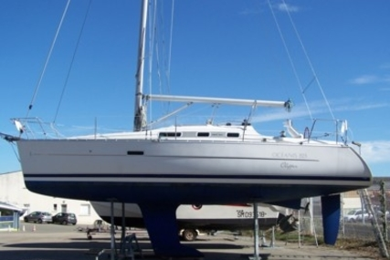 Beneteau Oceanis 323 Clipper for sale in France for €55,000 (£49,105)