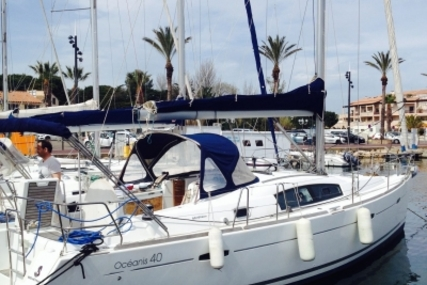 Beneteau Oceanis 40 for sale in France for €99,900 (£87,623)