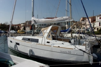 Beneteau Oceanis 35 Shallow Draft for sale in France for €110,000 (£98,096)