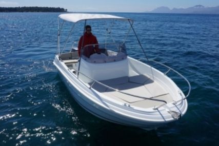 Jeanneau Cap Camarat 5.5 CC Style for sale in France for €22,900 (£20,429)