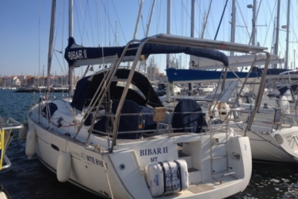 Beneteau Oceanis 40 for sale in France for €98,000 (£87,130)
