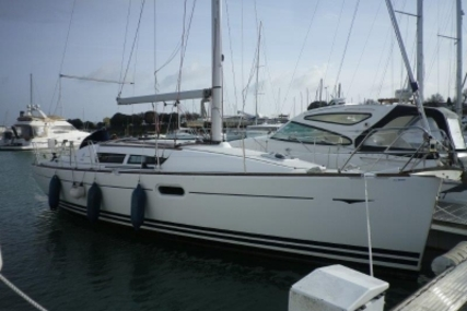 Jeanneau Sun Odyssey 36i for sale in France for €58,000 (£51,739)