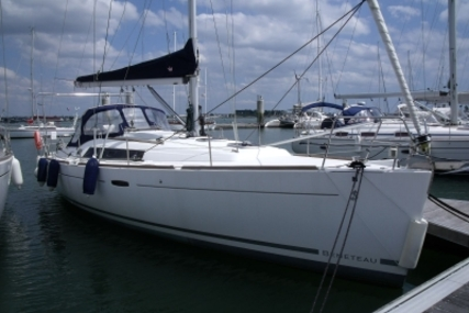 Beneteau Oceanis 37 for sale in France for €85,000 (£76,179)