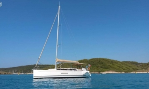 Image of Dufour 380 GRAND LARGE for sale in France for €120,000 (£107,119) TOULON, France