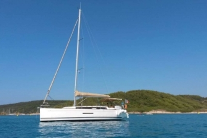 Dufour 380 GRAND LARGE for sale in France for €120,000 (£107,014)