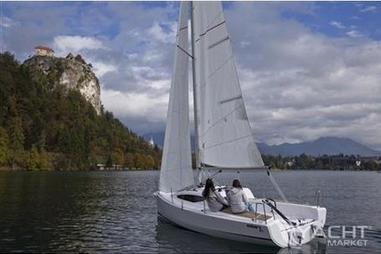 Elan E1 for charter in Slovenia from €630 / week