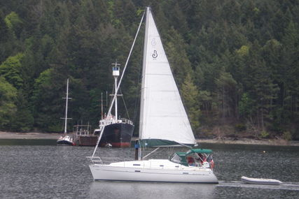 Beneteau Oceanis 331 for charter in Canada from €2,281 / week