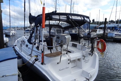 Hunter HUNTER 33 for charter in Canada from €2,281 / week