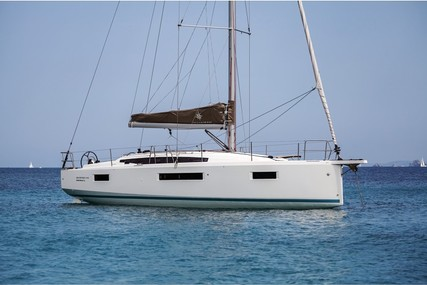 Jeanneau Sun Odyssey 410 for charter in Italy from €2,190 / week