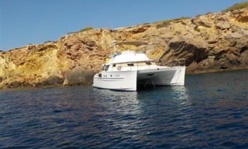 Image of Fountaine Pajot Cumberland 46 for sale in France for €445,000 (£406,122) Marseille, France