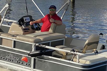 Sun Tracker Fishing Barge 22 DLX for sale in United States of America for $19,900 (£15,229)