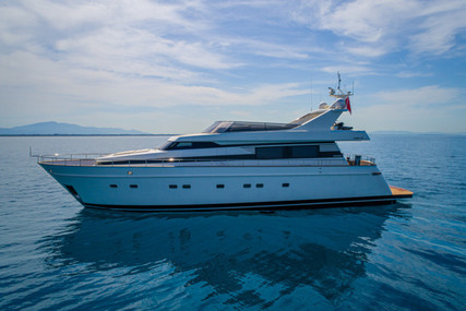 Custom Akhir 85 for charter in Italy from €15,000 / week
