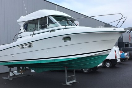 Jeanneau Merry Fisher 805 for sale in France for €33,000 (£27,829)