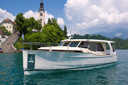 Seaway Yachts Greenline 33 Hybrid for charter in Portugal from €3,672 / week