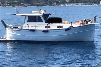 Menorquin 100 for sale in Italy for €90,000 (£75,290)