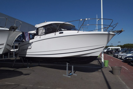 Jeanneau Merry Fisher 755 for sale in France for €38,000 (£33,652)