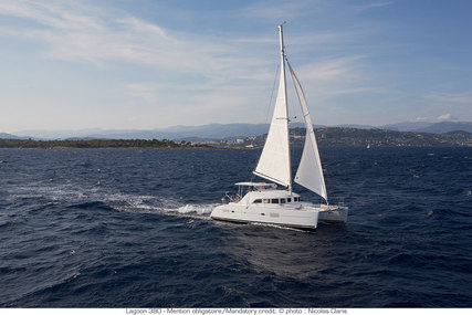 Lagoon 380 for charter in Guadeloupe from €2,550 / week