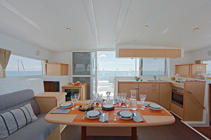 Lagoon 421 for charter in Belize from €3,350 / week