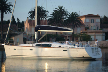 Beneteau Oceanis 43 for charter in Italy (West Coast) from €1,900 / week