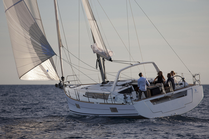Beneteau Oceanis 48 for charter in Italy (Tuscany) from €3,350 / week