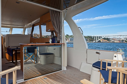 Seaway Greenline 33 Hybrid for charter in Portugal from €2,250 / week