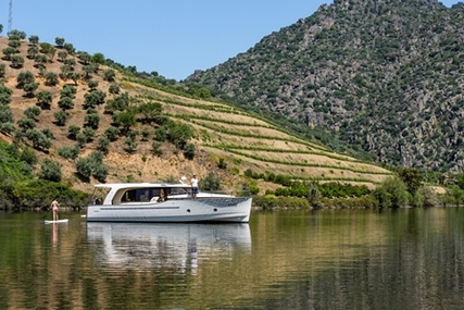 Seaway Greenline 40 for charter in Portugal from €2,680 / week
