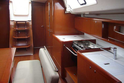 Beneteau Oceanis 43 for charter in Portugal from €2,500 / week