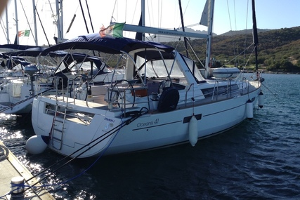 Beneteau Oceanis 41 for charter in Italy (Tuscany) from €1,600 / week