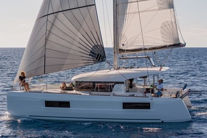 Lagoon 40 for charter in Italy (Tuscany) from €3,600 / week
