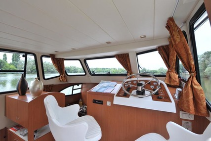 Houseboat Holidays Italia srl Minuetto6+ for charter in Italy from €2,199 / week
