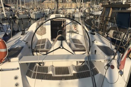 Elan 37 for sale in Italy for €63,000 (£52,744)