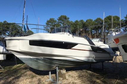 Beneteau Flyer 7.7 Sundeck for sale in France for €47,000 (£42,121)