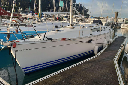 Jeanneau Sun Odyssey 32.2 for sale in France for €45,000 (£40,069)