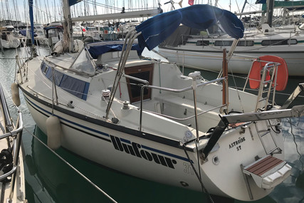 Dufour Yachts 31 for sale in France for €14,900 (£12,715)