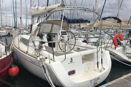 Beneteau Oceanis 31 for sale in France for €62,000 (£55,659)