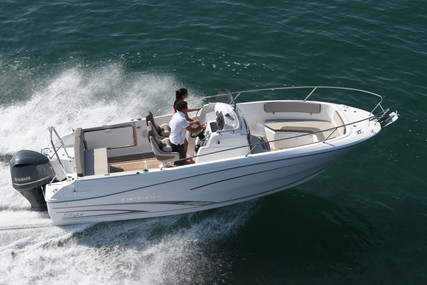 Jeanneau Cap Camarat 7.5 Cc for sale in France for €47,040 (£41,221)