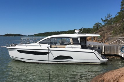 Sealine C330 for sale in Finland for €249,000 (£223,760)