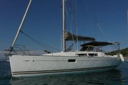 Jeanneau Sun Odyssey 36i for sale in France for €85,000 (£76,220)
